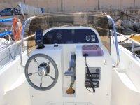 Panel de mandos del barco en alquiler