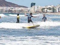 Alumno de surf en Las Palmas
