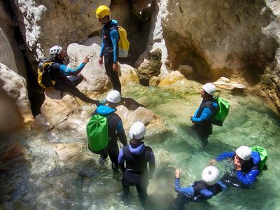 Canyoning descent + Accomodation in July, Huesca