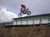 Salto motocros