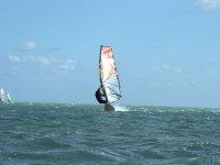 Haciendo windsurf con el club