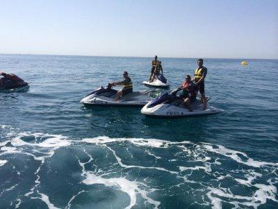 Alquiler de moto de agua biplaza en Calella, 30min