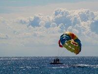 Fenals海滩的帆伞运动