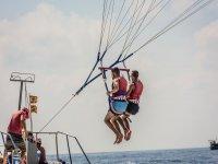 Comenzando el vuelo en parasailing