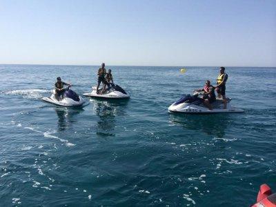 Alquiler de moto de agua biplaza en Calella, 20min