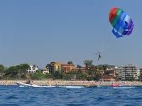 Playa de Fenals desde el parasailing