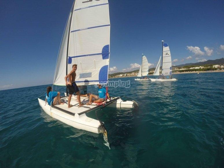 Navegando en catamaran en Calella