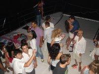 Fiesta nocturna en el barco