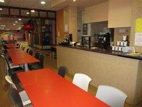 Cafeteria y bar para padres