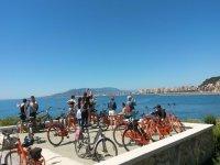 Cicloturisti nel punto di vista della Costa del Sol