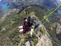 Sobrevolando los bosques en Huesca
