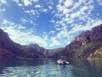 Motor boat trip in Montsec for adults