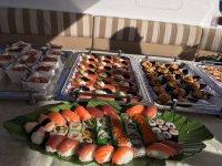 Sushi servido en el barco