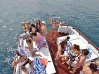 Celebracion de chicas en el barco