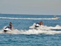 Dos motos nauticas en ruta