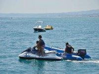 En moto de agua con la familia