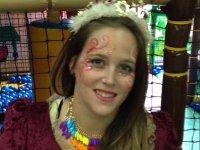 Princesa de vestido granate