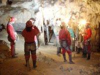 Gruppo nella grotta