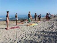 Pilates sulla spiaggia di Denia