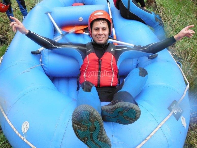 Sobre la balsa de raft junto al Tormes