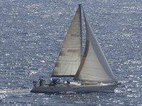 埃尔耶罗岛乘船或租用帆船