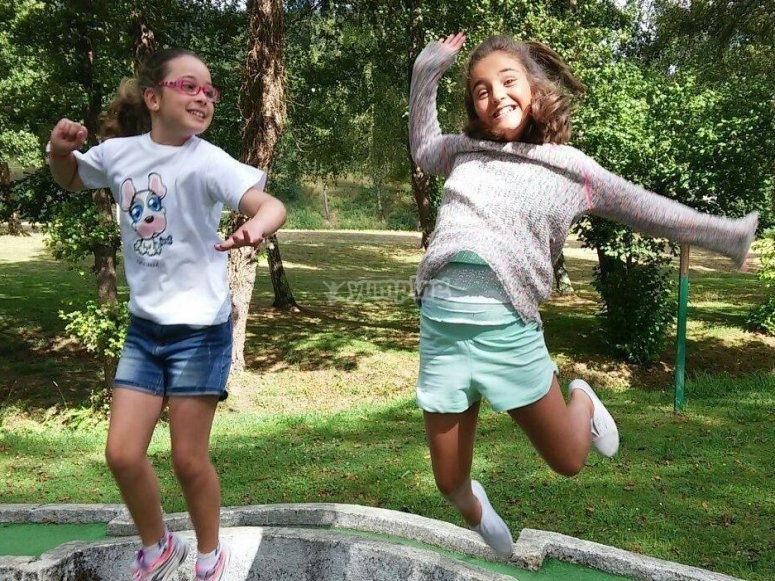 Alumnas saltando