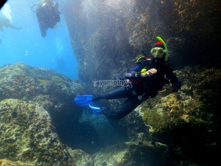 在马拉加的情侣潜水