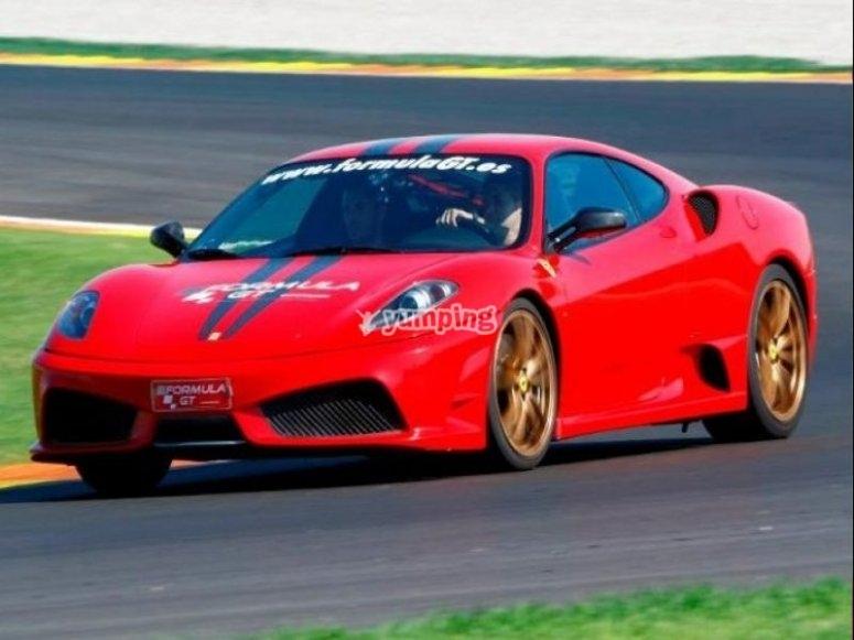 Ferrari en la pista