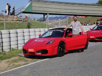在巴塞罗那驾驶法拉利,高速公路23公里