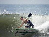 Impara a guidare il ondeggia con il paddle surf
