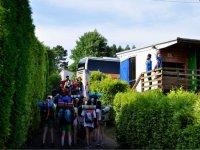 Los alumnos llegando al campamento