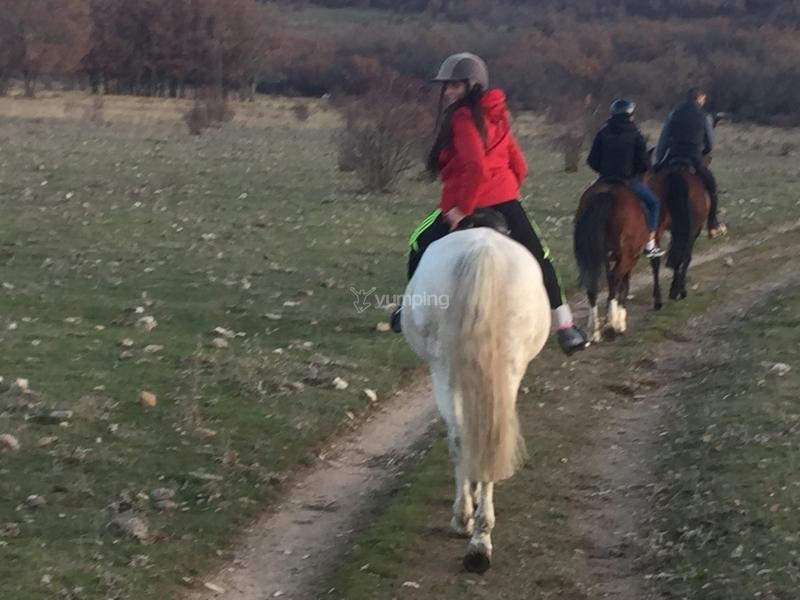 res_o-35199-rutas-a-caballo_de_elena-fernandez-castano_14850414007886.JPG