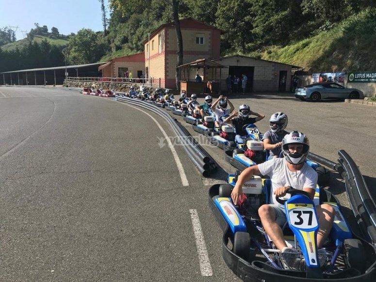A sus puestos preparados para la tanda de karting