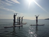 SUP Pilates con i remi in alto