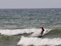 Nuestro experto surfeando