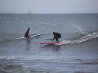 Aprendiendo a hacer surf en la costa alicantina