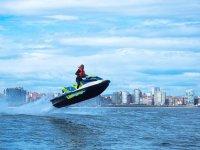 Saltos en moto de agua
