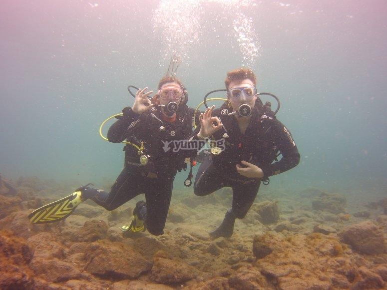 上了船水下潜水员