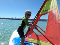 Peque en la leccion de windsurf