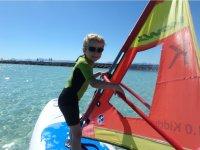 Peque en la leccion de windsurf