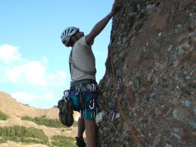 Sesión de escalada en roca, en la Costa Brava