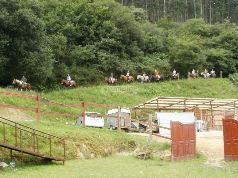 De regreso, toda la ruta a caballo se hace por monte