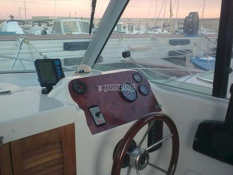 Navega en nuestra embarcacion
