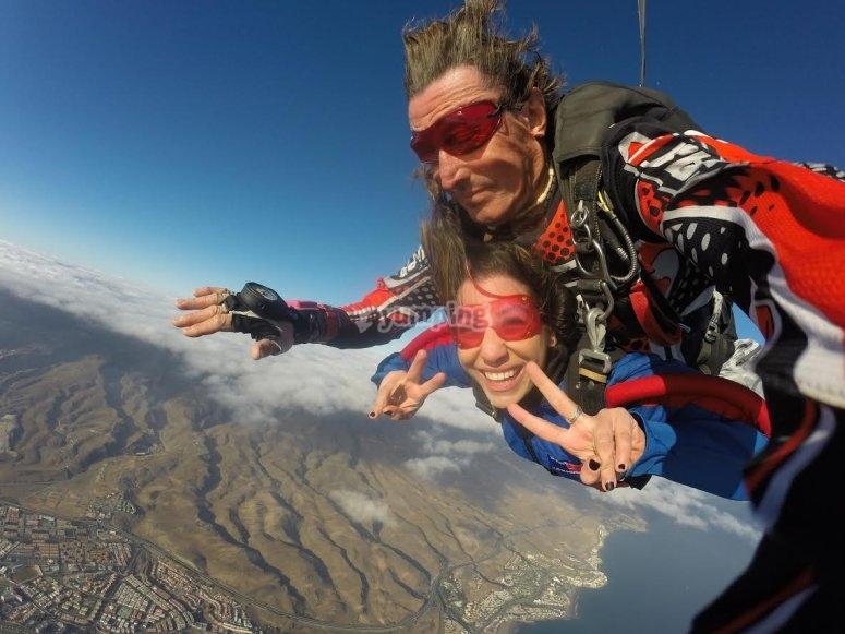 Disfrutando del salto de paracaidismo