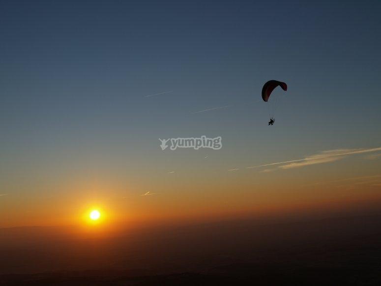 飞行与日落