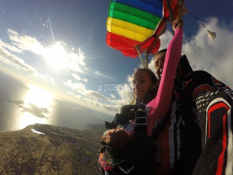Apertura del paracadute su Gran Canaria
