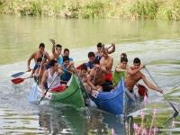 Compitiendo con las canoas