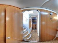Pasillo interior de la embarcación