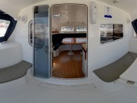 Entrada al interior del catamarán