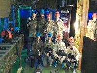 laser tag grupo de chicos